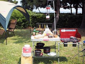 「メスティン」「シェラカップ」「スキレット」! キャンプで他を圧倒する「調理道具」10個