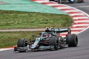 【F1第16戦無線レビュー(1)】「ミディアムで行こう!」タイヤ交換時にギャンブルに出たベッテル