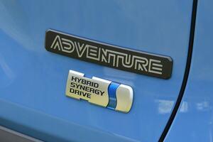 トヨタRAV4のハイブリッドに待望のアドベンチャー顔!…価格は約380万円!?