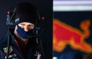 エイドリアン・ニューウェイがケガで休養していたとレッドブルF1が明かす。すでに復帰、シャシー面の改善に取り組む