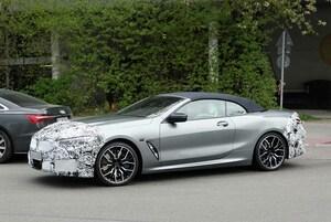 【スクープ】新ディスプレイが浮いている!? BMW 8シリーズ カブリオレ改良新型、内外を初スクープ!