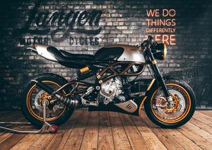 英国モーターサイクル復権の切り札は2ストローク!? 世界限定250台を発売予定