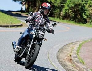 ホンダ「GB350」梅本まどかの試乗レビュー|バイクらしいカタチがいい! 足つき性や取り回しもチェック