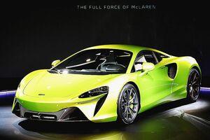 マクラーレン、新型スポーツカー「アルトゥーラ」公開 量産初のPHV 2965万円から