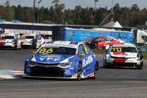 予選レースはトヨタの新鋭が初優勝。ロッシ&サンテロのエース組は日曜表彰台を獲得/STC2000第10戦