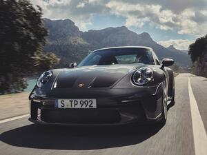 ポルシェ 911 GT3ツーリングパッケージは確かに控えめなフォルム。それでも隠しきれない鋭い爪とは