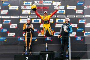 TCRヨーロッパ第3戦は好調コロネルが地元初戦を制覇。フランコ・ジロラミもシリーズ初優勝