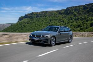 BMW3シリーズツーリングに2L直4ガソリンターボ搭載のエントリーモデル「318i」を追加