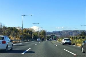 ちょっと不安な高速道路での合流や強い横風...知っておきたい安全な走り方