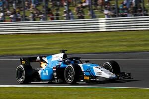 F2シルバーストン・レース2:フェルシュホー、ポール・トゥ・ウィンで初勝利。佐藤万璃音は16位