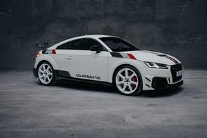 「アウディ・クワトロ」の40周年を記念した「TT RS」の限定モデルが発売!