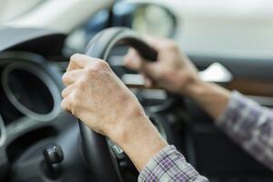 災害よりも影響大!? 高齢化で自動車保険料が上がっている抜き差しならない事情