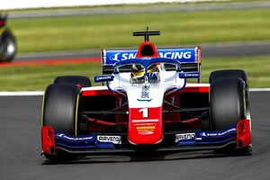 F2シルバーストン:レース1は好スタート見せたシュバルツマンが逃げ切り。佐藤万璃音は18位
