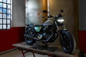 創業100周年!! 現存するイタリア最古のバイクメーカー「モトグッツィ」の100周年記念仕様車「V9 Bobber Centenario」日本発売