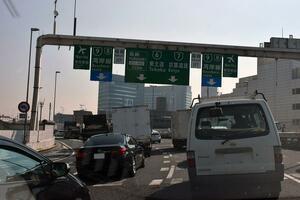 渋滞原因の多くは「道路」より「ドライバー」にあり! 発生場所と渋滞を発生させる運転とは