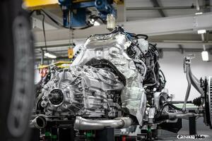 伝統を受け継ぎながら現代性をも確保。フライングスパーに搭載されるV型8気筒エンジンの妙技にフォーカス!