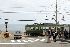 美味しいアジフライを求めて走る旅 腰越漁港「朝どれフライ販売所」は江の島が大きく見える場所だった