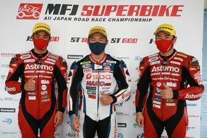 榎戸育寛「前半に攻めた。終盤はバイクと自分がマッチしなくてミスをしたが初優勝は嬉しい」/全日本ロード第3戦SUGO ST1000 レース1会見