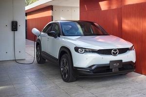 マツダ初の量産EV「MX-30 EVモデル」が発売。価格は451万円から。バッテリー容量は35.5kWh!航続距離は256km(WLTCモード)