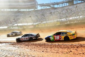 """雨&カオスな路面を乗り越え、NASCAR流の意地でやり切ったブリストル""""ダートオーバル""""戦"""