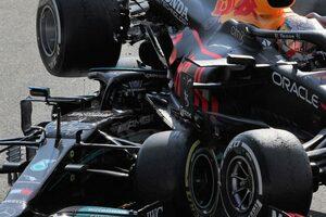 ハミルトン「マックスは何が起きるか分かっていて引かなかった」クラッシュで身体を守ったヘイローには感謝/F1第14戦