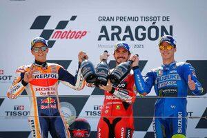 初優勝のバニャイア、M.マルケスとの優勝争いでは「彼はラインを外すだろうと思っていた」/MotoGP第13戦決勝トップ3コメント