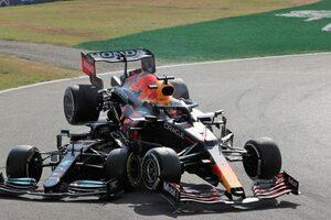 フェルスタッペン、ハミルトンとの接触で3グリッド降格ペナルティ。レッドブルは裁定を受け入れ/F1第14戦