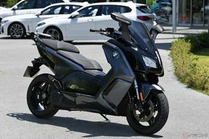 BMWの電動バイク「Cエボリューション」を検証 電費や充電時間、実際どうなの?