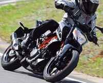 KTM「250 DUKE」インプレ(2021年)ビギナーライダーも楽しめる輸入車! 日本車とは異なるスポーツテイストが持ち味