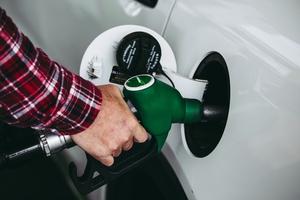 ガソリンを入れる時にかかる「揮発油税」ってどんな税金?おさえておきたい税率、金額、納税の仕組み