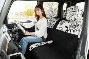 女性向けドレスアップ、ココトリコのシートカバーで車内を華やかに【こだわり女子のカーグッズ選び】