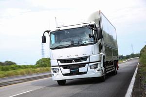 運転者の異常時対応や巻き込み事故防止に期待大! 三菱ふそうスーパーグレートに搭載された先進安全装備を試す!