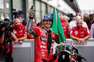 2連勝を挙げたバニャイア、最終ラップでは「ファビオに接近されすぎないようにした」/MotoGP第14戦決勝トップ3コメント