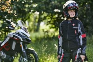 ドゥカティより着るエアバッグ「ドゥカティ・スマート・ジャケット」登場 状況を感知して作動する安全システム搭載