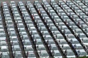 1位のアメリカはわかるがなんと2位はニュージーランド! 世界の自動車普及率と伸び率とは