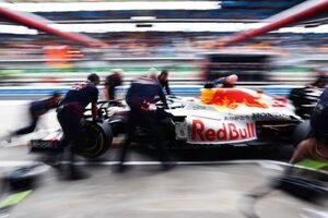 レッドブル代表「今年最速のハミルトンに勝つため、スタート直後にトップに立つ必要がある」/F1第16戦予選
