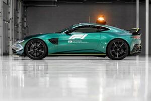 アストンマーチン、F1用セーフティカーとメディカルカーを公開。メルセデスと運用を分担