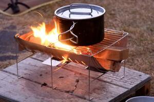 〈キャンプツーリングにおすすめの焚き火台〉ベルモント「TABI」を使ってみた!【編集部員の自腹インプレ】