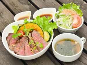 【ドライブグルメ】東北道・佐野SA(上り)で、大定番ラーメンとがっつり肉の丼グルメをいただく