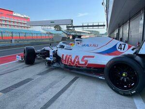18インチF1タイヤテスト:アストンマーティンとハースがそれぞれ100周以上を走行