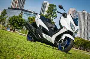 """《解説編》ビッグなのにコンパクト? 『バーグマン400』は進化した""""400ccスクーターの理想形""""【個人的スズキ最強説/SUZUKI BURGMAN400 試乗インプレその(1) 】"""