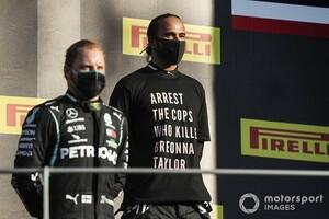 FIA、表彰式でレーシングスーツ以外の着用を禁止へ。前戦トスカーナGPでハミルトンの抗議Tシャツが物議
