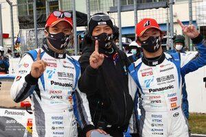 プリウスPHVで初優勝の嵯峨宏紀「今は『ありがとう』という言葉しかない」【第6戦GT300決勝会見】