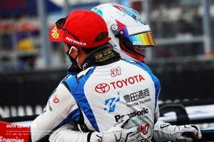 プリウスPHV GTがライバルを圧倒。10秒差を築くポール・トゥ・ウインで今季初優勝【第6戦GT300決勝レポート】