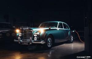 ルナズ、世界的な需要増を受けて電動クラシック・ベントレーの製造を拡大