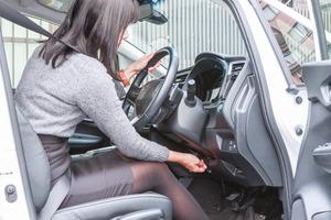 高齢者の「踏み間違い」事故の抑制にも効果があるのにナゼ? ハンドルのテレスコピック不採用車がいまだ多いワケ