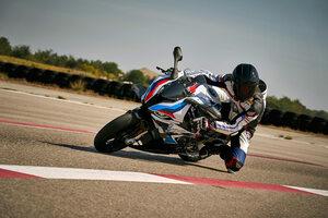 BMWがオートバイにも「Mモデル」を投入! 「M1000RR」が受注開始