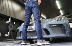 洗車のプロが開発した岡山県児島発の洗車専用ジーンズ「Detailer Jeans」