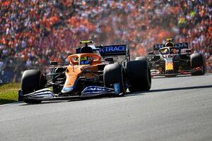 ペレスとの接触で「マシン全体が弾んだ」とノリス。スロットルから足が外れたと明かす/F1第13戦