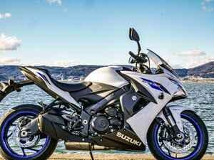 『GSX-S1000F』の燃費や足つき性は? おすすめポイントや人気の装備、価格やスペックを解説します【スズキのバイク!の新車図鑑▶大型バイク編/SUZUKI GSX-S1000F(2020)】